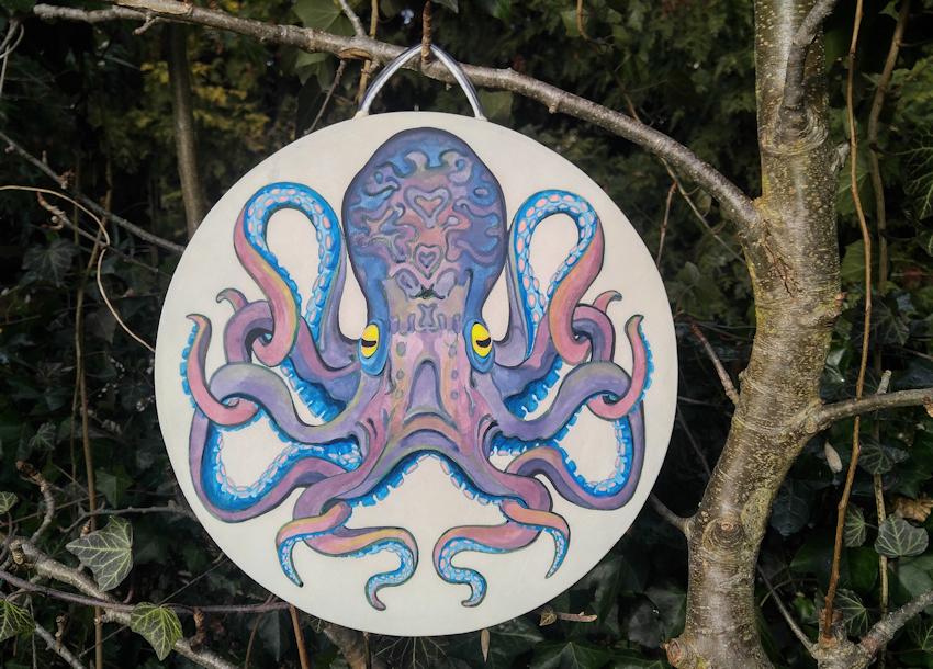 Krafttier Oktopus oder Tintenfisch als Bemalung auf einer Trommel