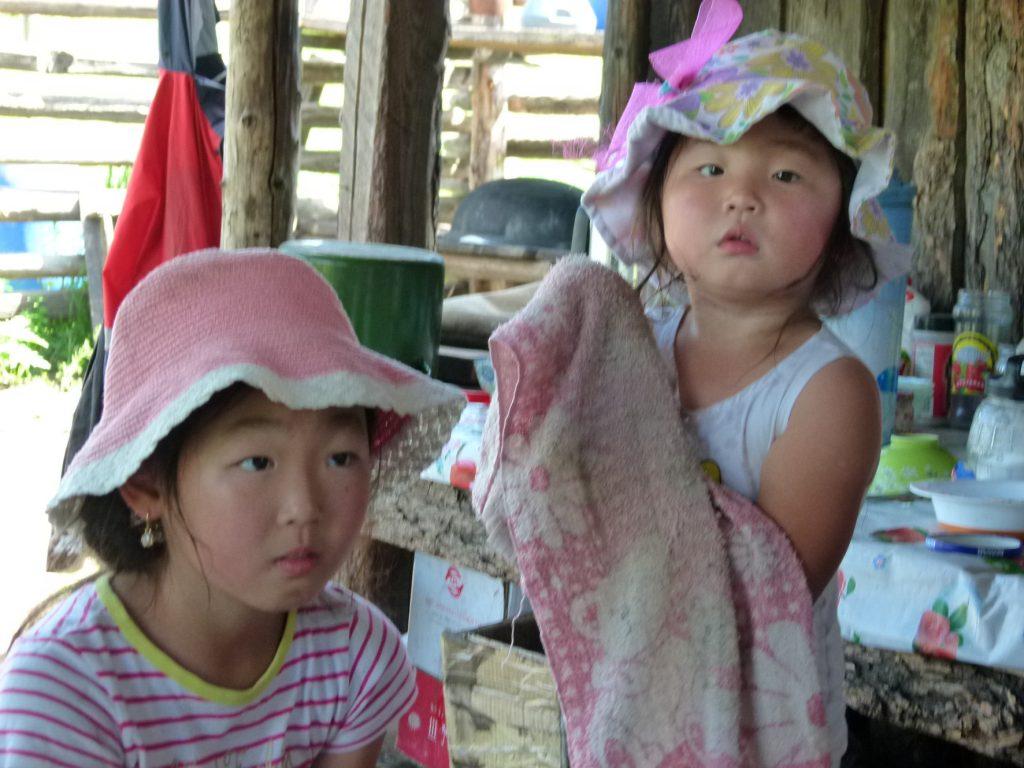 junge Mongolinnen