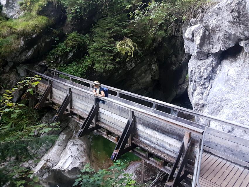 Holzbrücke am unteren Tatzelwurm Wasserfall