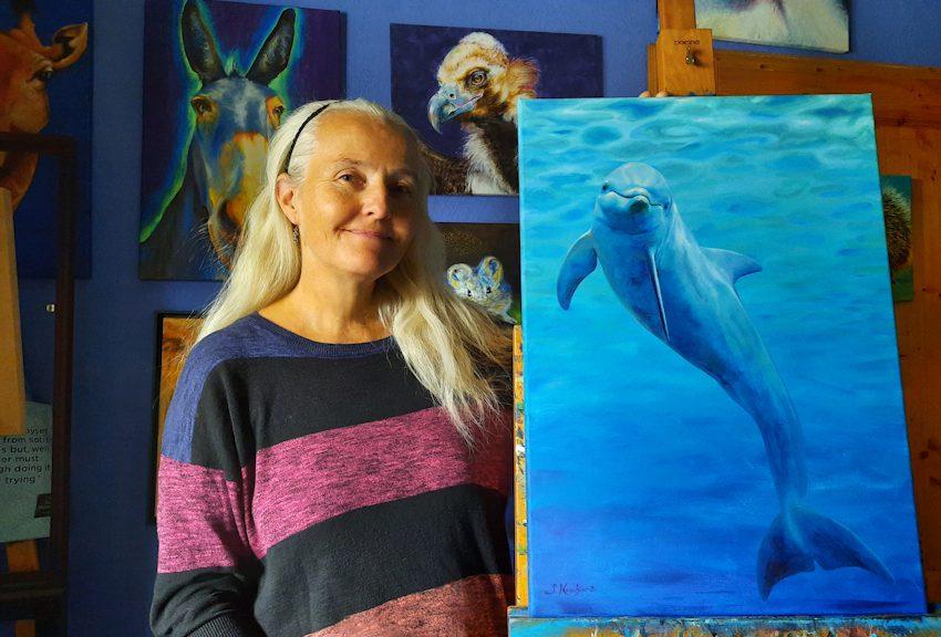 Künstlerin Sabine Koschier mit dein Krafttier Porträt Malerei